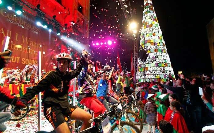 Ёлки и праздничные огни по всему миру