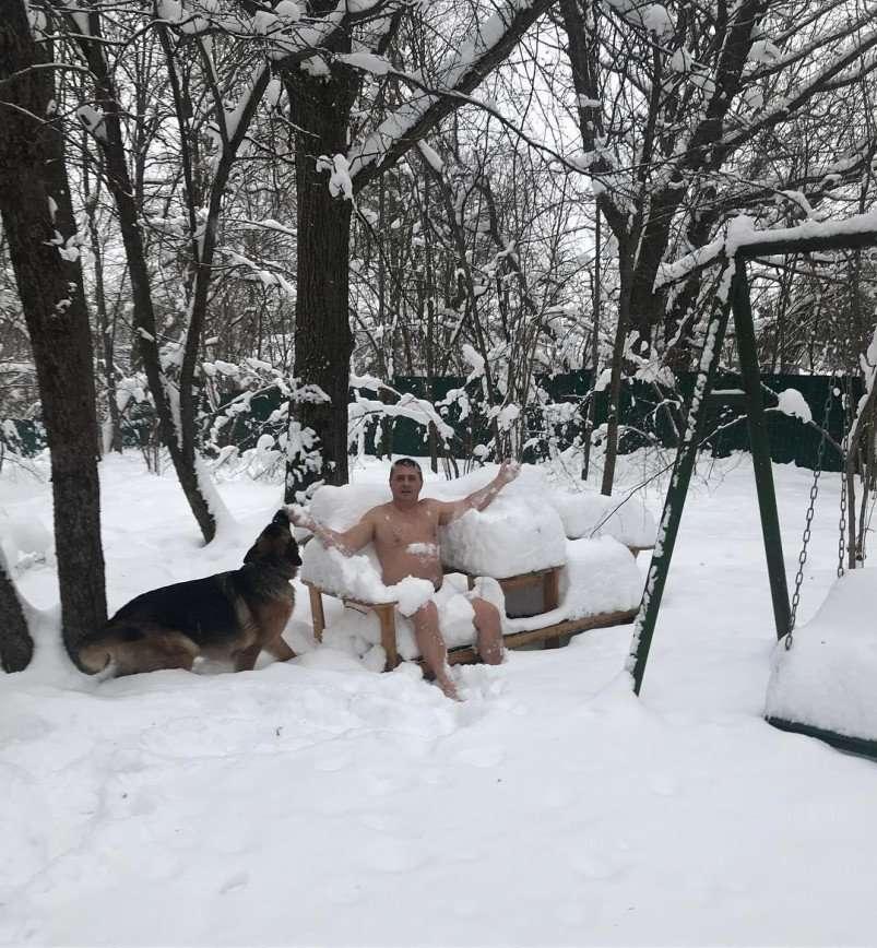 «Вы влюбили в себя женщин России»: голый торс доктора Мясникова сводит с ума подписчиц