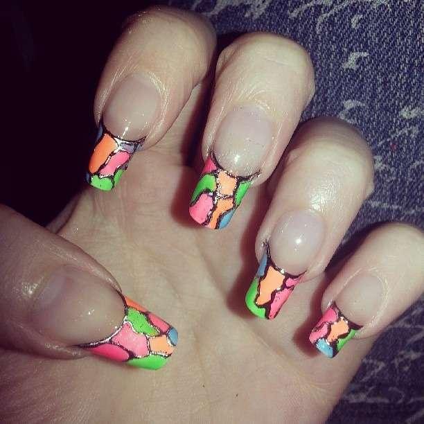 Емаль на нігтях