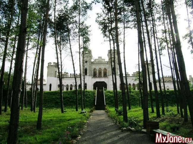 Подорожуємо по Білорусі. Замок Пусловских в Косові