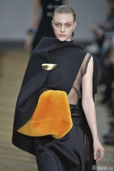 Модний тренд: хутряна муфта